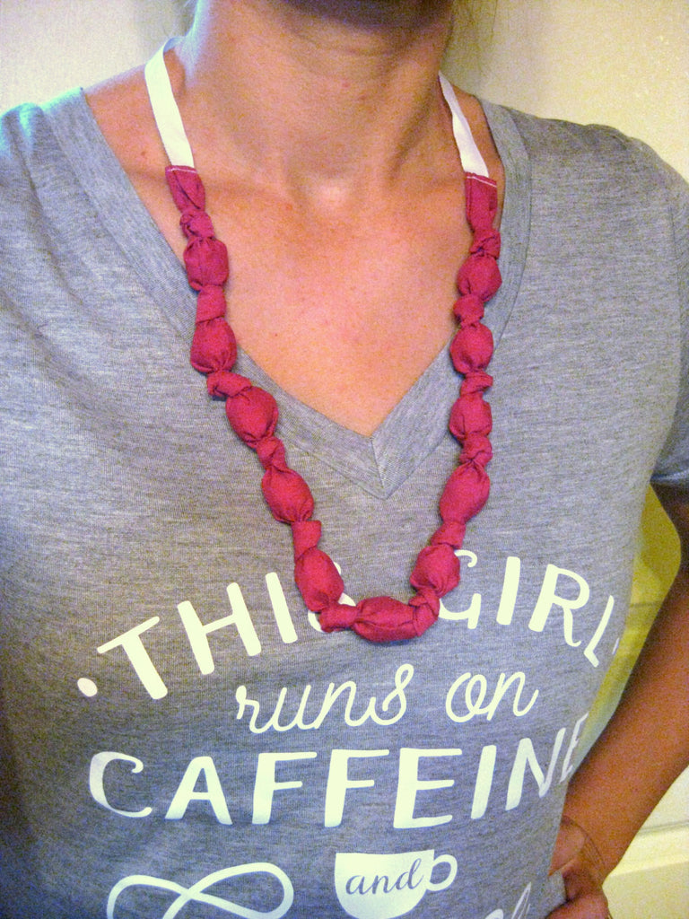 Pink TEETHING NECKLACE- Mothers Day Gift for Wife- Wood Bead Necklace- Fabric Nursing Necklace- Breastfeeding Necklce- Mom Necklace for Baby