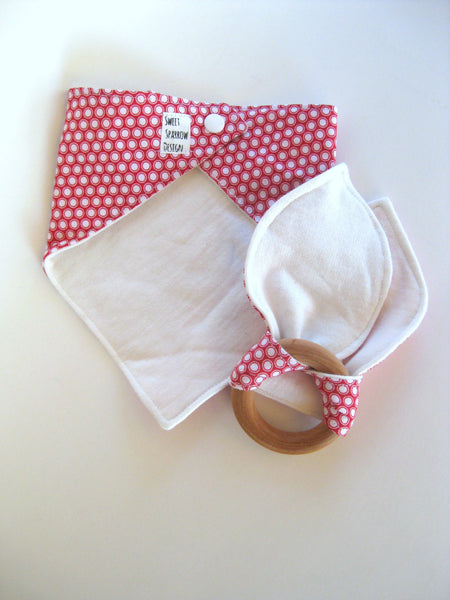 Cute Baby Shower Gift- Organic Baby Gift Set- Baby Bandana Bib Set- Organic Teether- Wood Baby Teether- WOODEN Teething Ring-Natural Teether