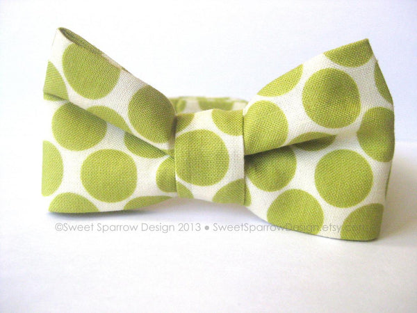 Boys Bow Tie- Green BOW TIE- Toddler Bow Tie- Baby Boy Bow Tie- Size 12 to 24 Months- Baby Formal Wear- 1st Birthday Outfit- Baby Christmas