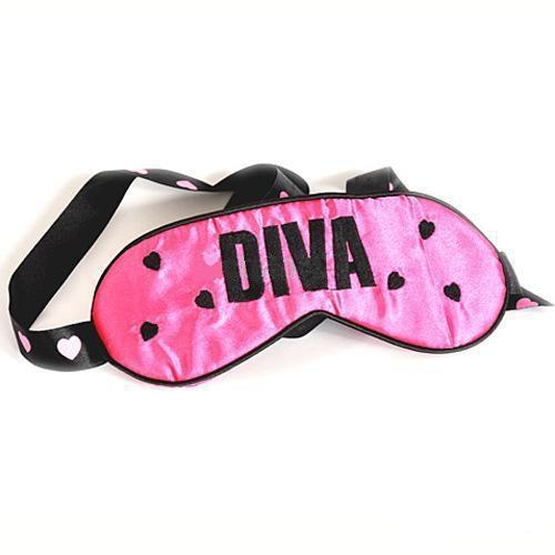 Get kinky like the diva you are with this luxurious Diva Bondage Kit! Playfully erotic, this kit has all you need for a flirty play session. Perfect for beginners!  Includes a padded Satin blindfold, Faux-Fur lined metal locking handcuffs with 2 keys, and a PVC mini flogger. Take a walk on the wild side with this fun kit!