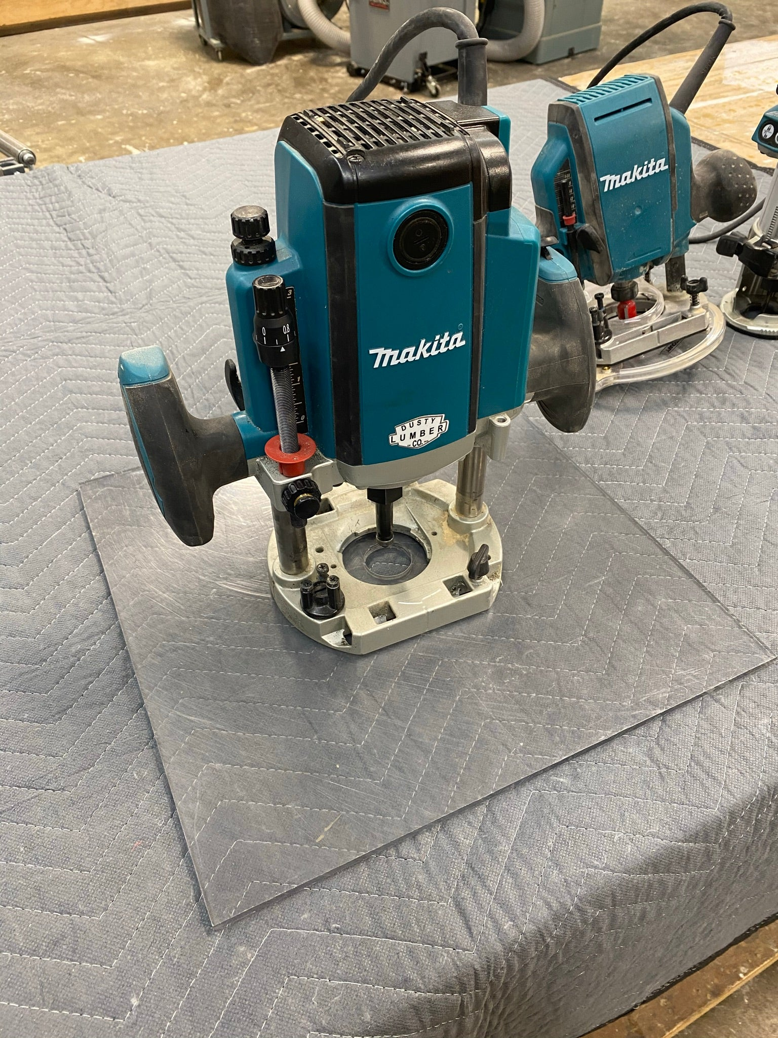 Makita Plunge Router with homemade plexiglass plate
