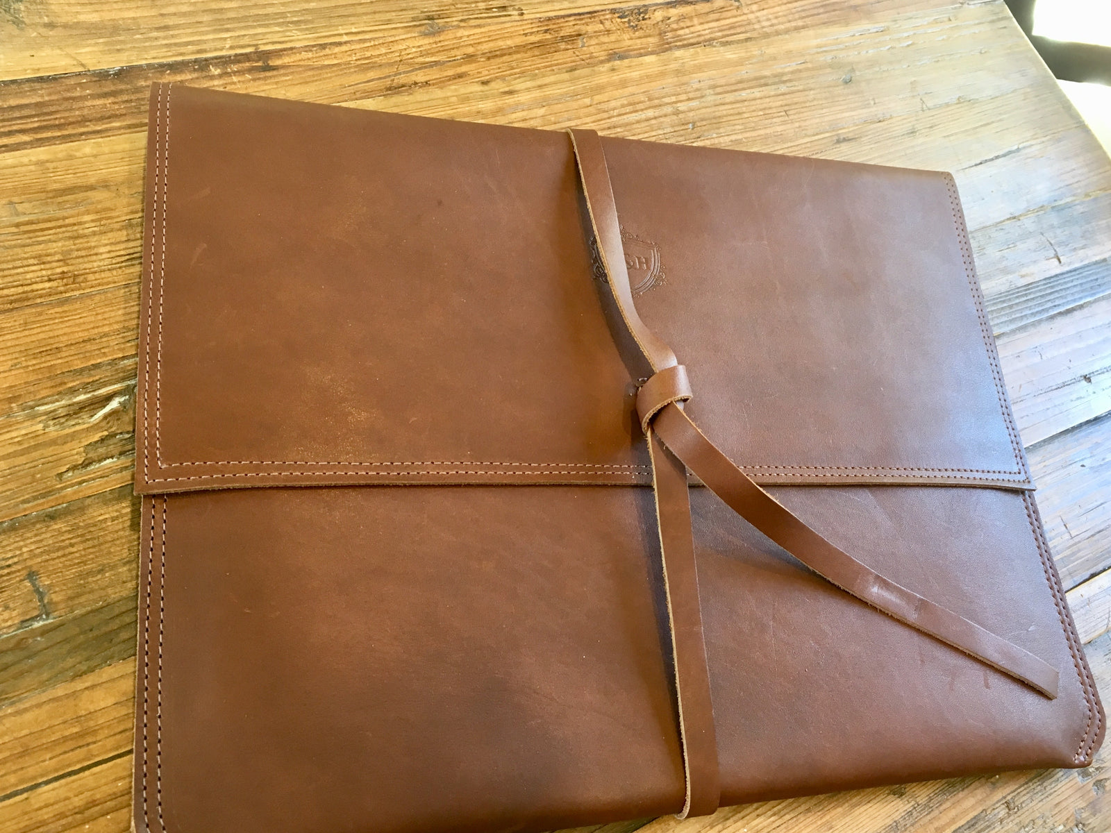 Leather Laptop Sleeve - Swagger & Hide | Our leather luggage accessories and leather travel bags make the perfect gift for him!  All of our products are handcrafted and personalised.