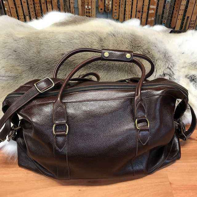 Leather Weekend Bag - Swagger & Hide | Our leather luggage accessories and leather travel bags make the perfect gift for him!  All of our products are handcrafted and personalised.