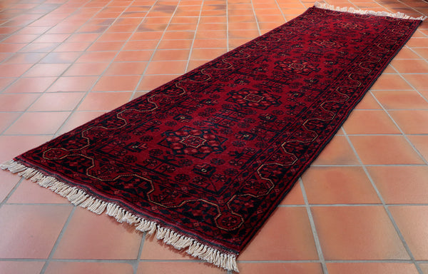 The colour and design of this traditional Afghan runner make it very practical.