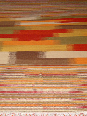 A fine woven Indian kilim which is produced from a natural yarn. Wool is both durable and practical.