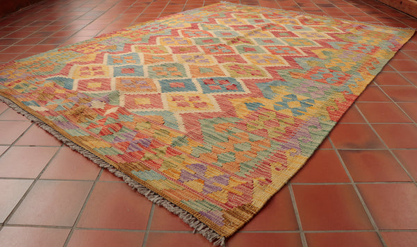 This colourful Kilim is 201 x 151cm (6'7 x 5'0) in size