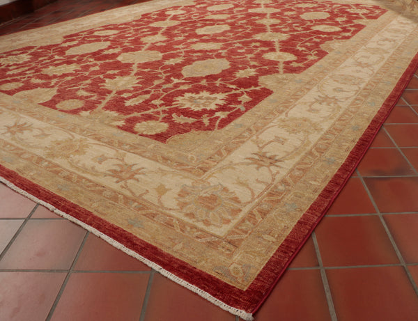 The cream border is a good contrast to the rich red of the centre of the carpet.