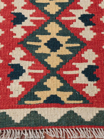 A classic colour combination makes this Persian kilim a piece to enjoy.