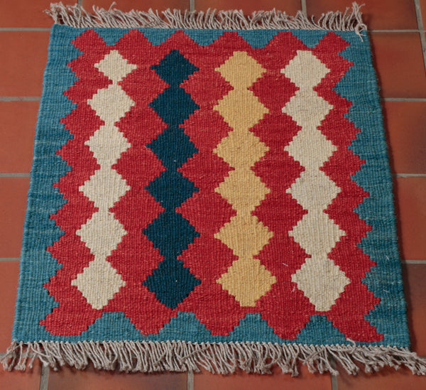 The pattern on this kilim is formed by repeating diamonds. each row of them is distinctly coloured.