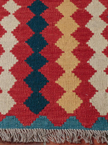 This kilim mat does not have a border design.