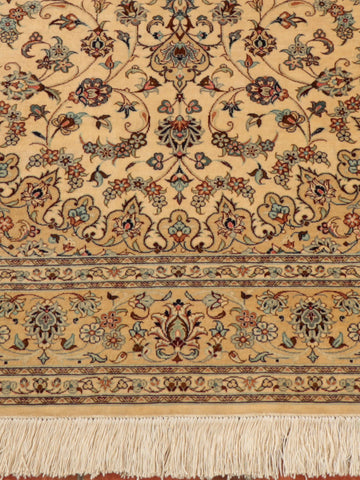 This beautiful Kashan silk has been finely knotted using naturally dyed silk.