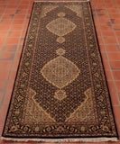 This runner has 2 central medallions which are surrounded by a trellis design.