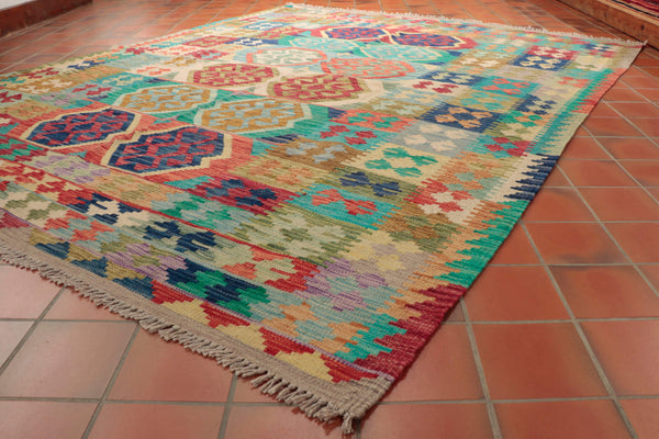 This Kilim is 247 x 200cm (8'1 x 6'7) in size