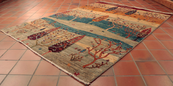 The design is quite simple and understating, but mixed with the colours used, creates a lovely overall rug