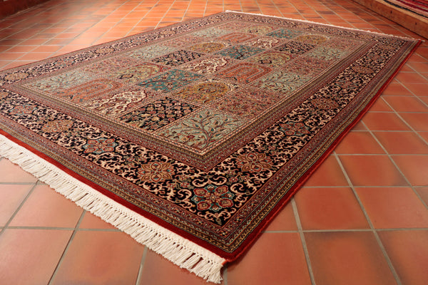 This lovely Kashmir Silk is 215 x 153cm (7'1 x 5') in size