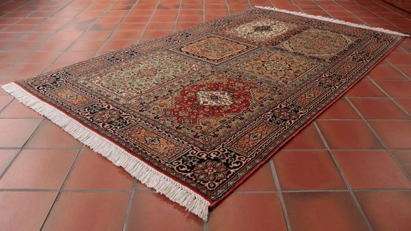 This Kashmir Silk is 155 x 92cm (5'1 x 3') in size