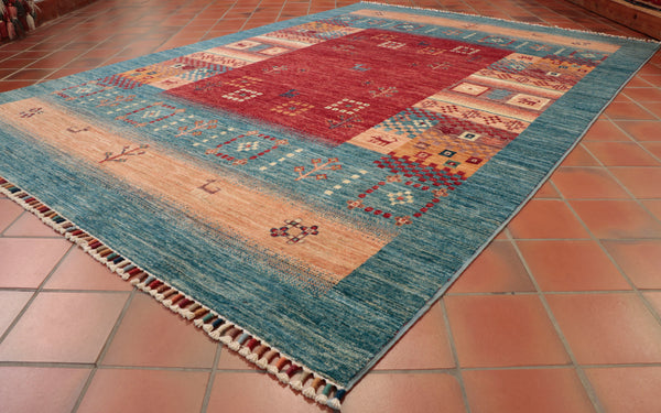 Hand made using tradtional methods ensure the quality of this Loribaft rug