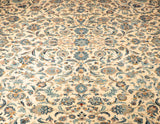The ornate pattern of this Persian Kashan carpet makes it very practical.