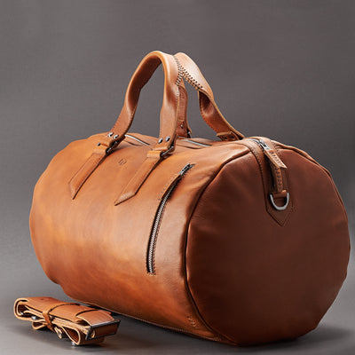 Styl. Handmade Tan brown leather duffle bag for men. Mens designer shoulder bag