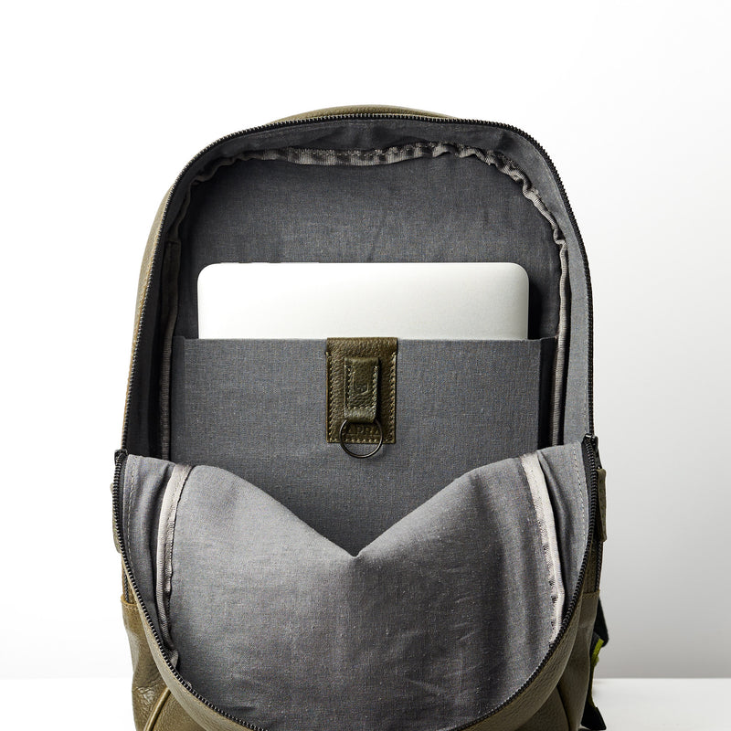 Bisonte Backpack · Military Green