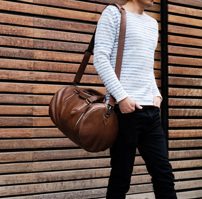 Style. Brown leather mens weekender shoulder bag. Weekend travel bag