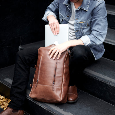 Laptop padded pocket. Brown leather backpack for men