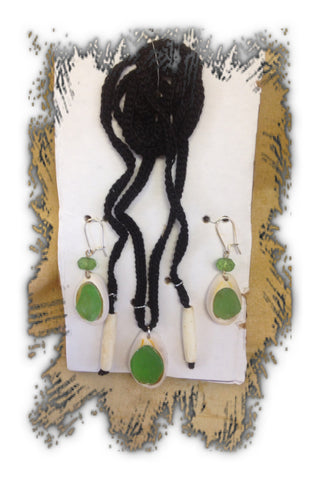 Sea shell Necklace and Earring Set.