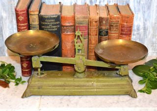 Antique Green Balance Kitchen Scale Cast Iron 2 kg with Brass Pans