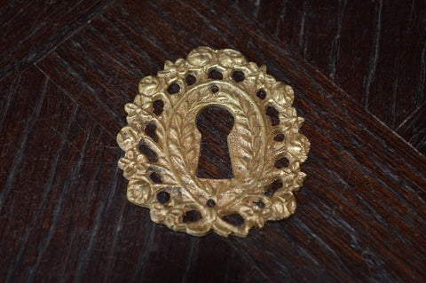 Antique French Escutcheon Bronze Rose Vines Keyhole Hardware - Antique Flea Finds - 1