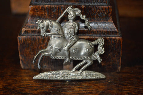 Antique Cap Badge English Military Fife & Forfar Yeomanry WW1 Knight On Horse - Antique Flea Finds