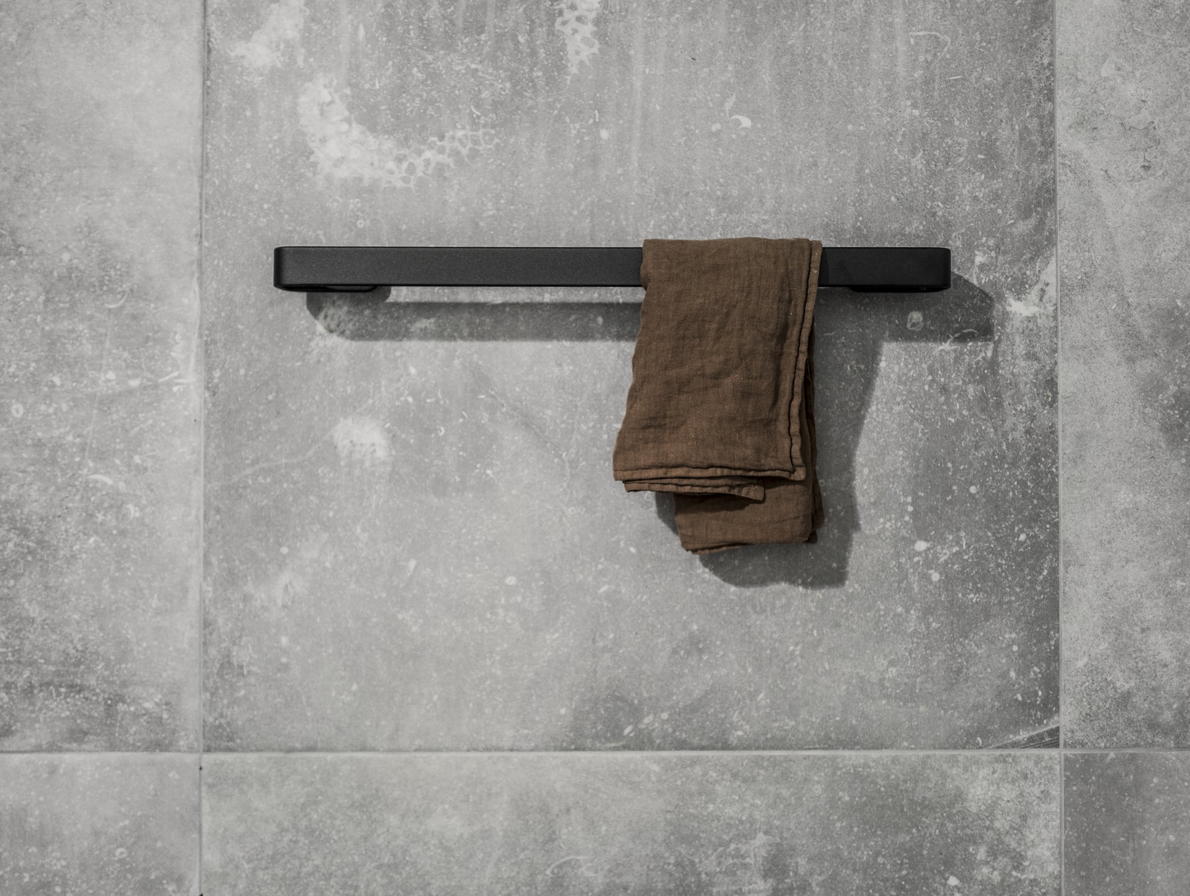 Towel Bar-Norm Architects-Menu-Black-Average