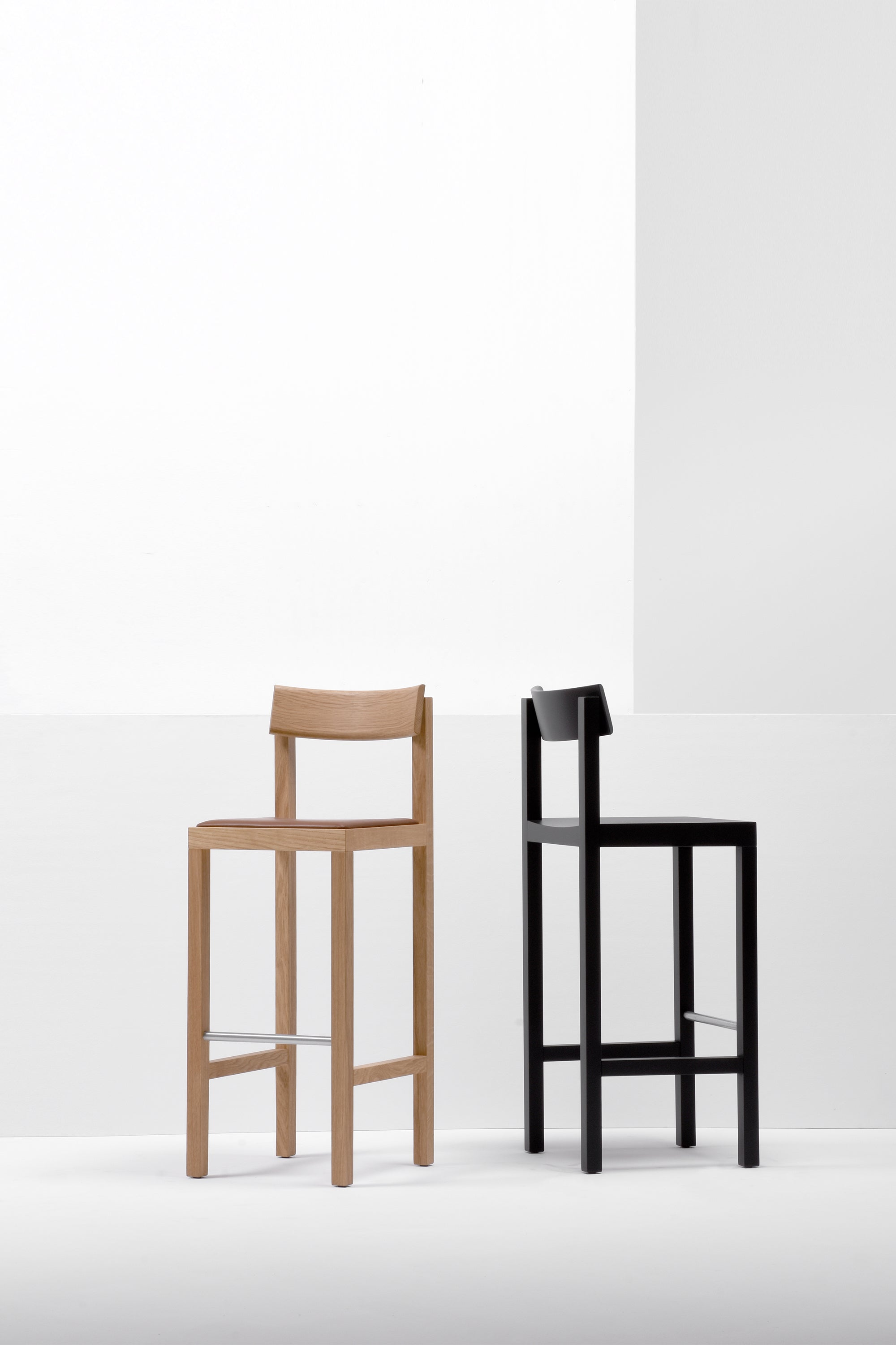 MC14 Primo Bar/Counter Stool — Black