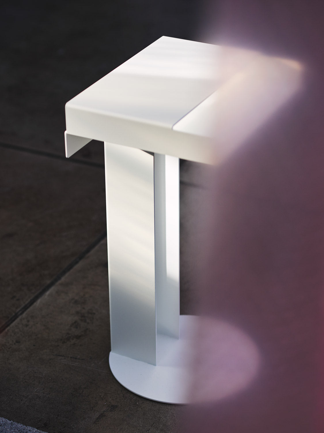 Meta Side Table — White-New Tendency-White-Average