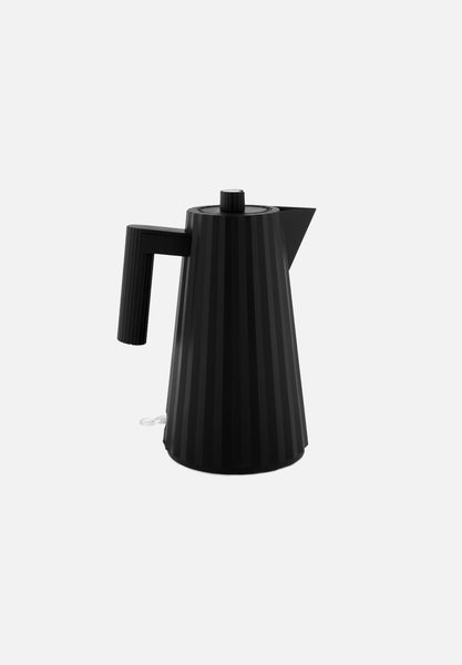Plissé Electric Kettle — Black