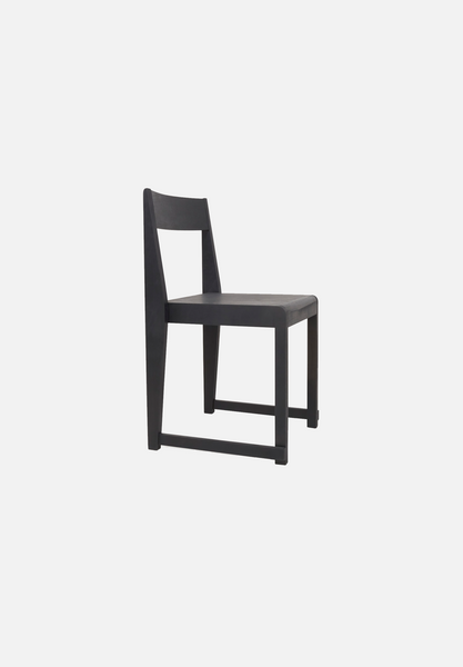 Chair 01 — Black-Frama-Average