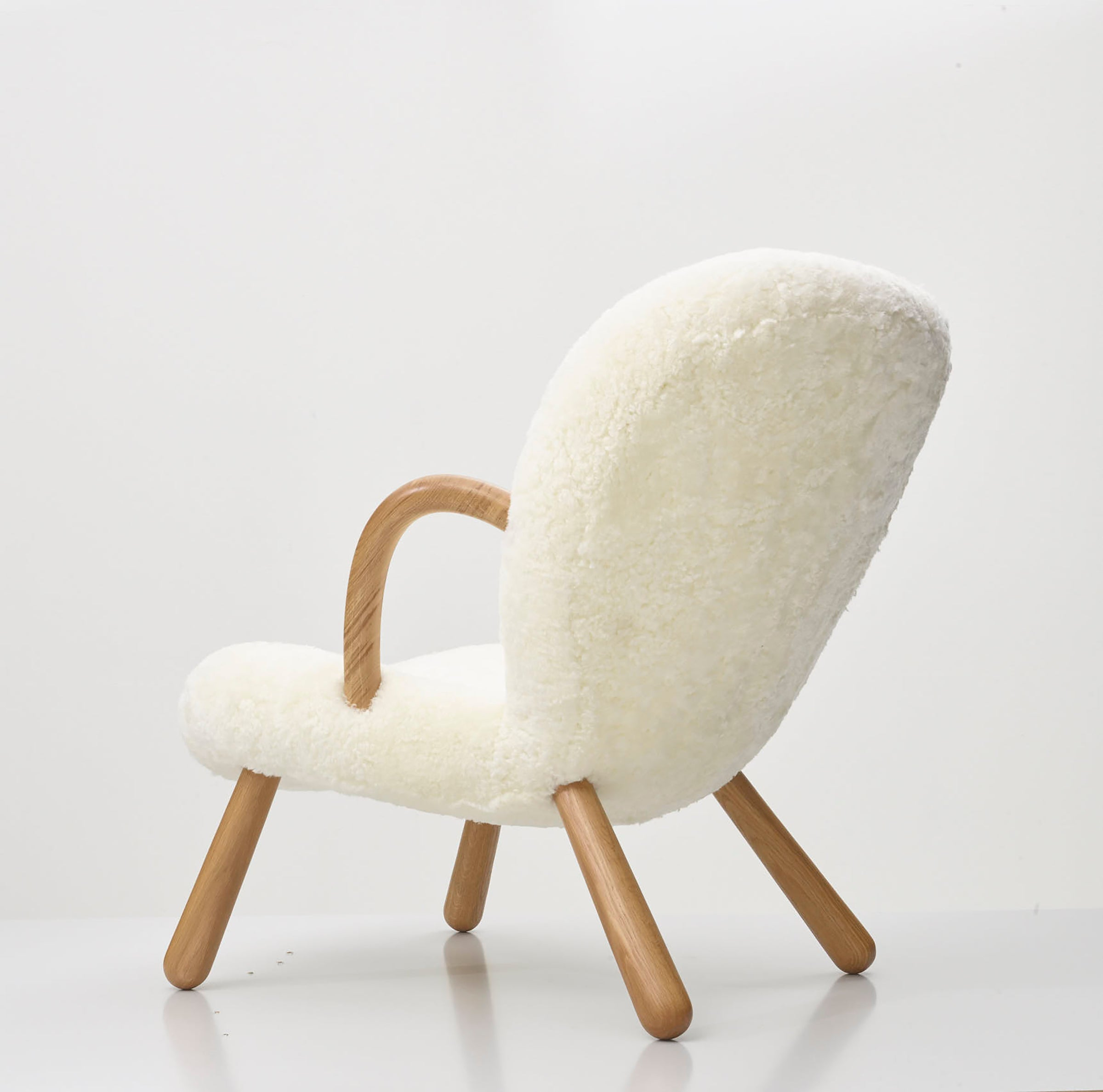 The Arctander Chair — Off-White Sheepskin
