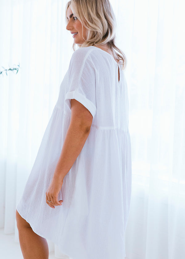 salt and soda Salt & Soda Design For Everybody For Every Season For Every Day Ora Dress Crisp White 100% Organic Cotton australian owned womens fashion label eco sustainable comfortable bather cover loose fitting dress V-neck design pocket detail