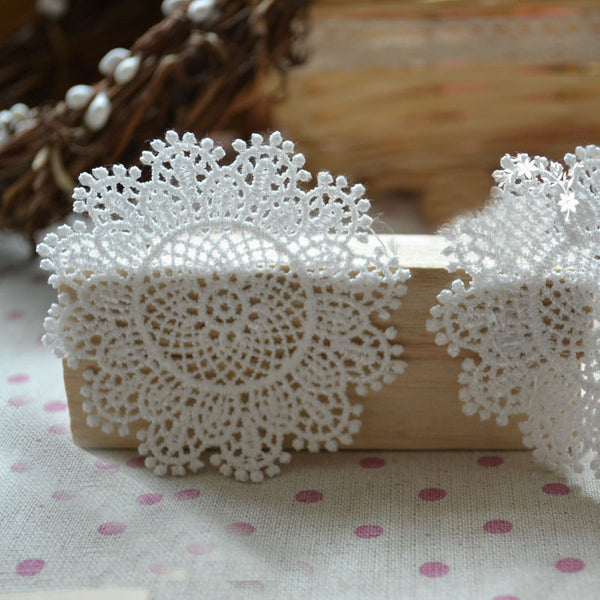 20 PCS of Circular Snowflake Embroidery Lace Applique 7cm x 7cm