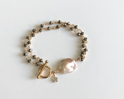 Pyrite and pearl bracelet with gold toggle