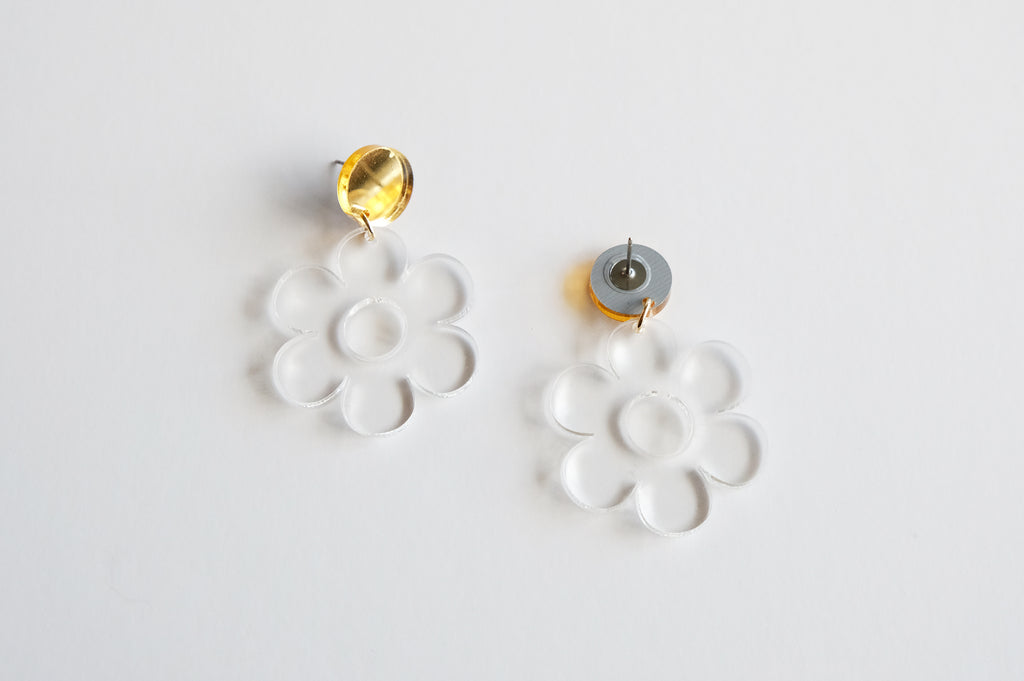 Daisy Earrings - Clear Acrylic Dangles - SleepyMountain