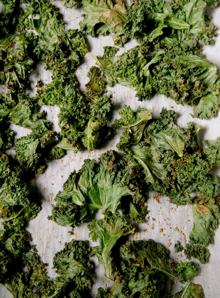 12 Crunchy Snacks That Are Healthy And Budget Friendly - Kale Chips - Swolverine