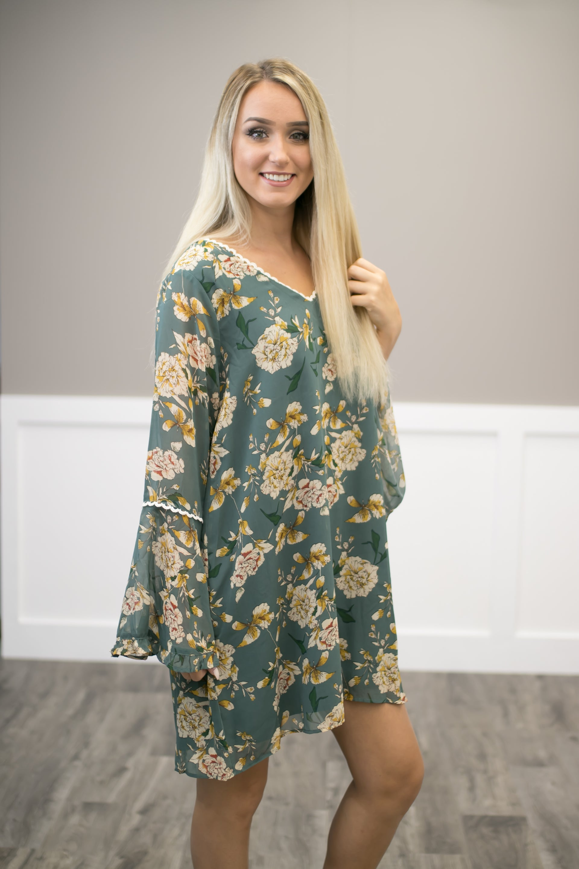 Ivory Sleeveless Tunic W/ Floral Detail