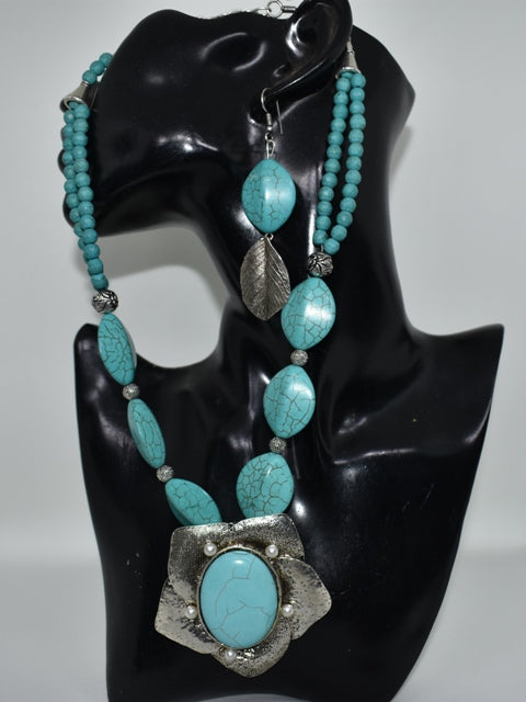Flower pendant oxidized set with turquoise beads
