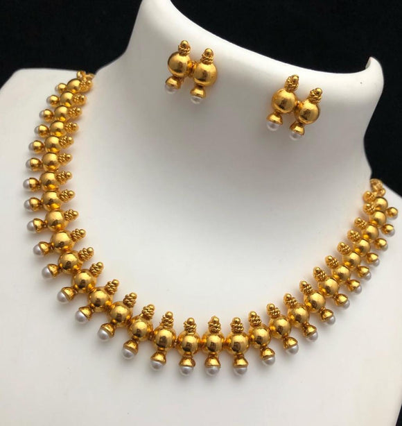 Pearl studded necklace set