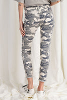 CAMOUFLAGE PRINTED DISTRESSED STRETCH PANTS