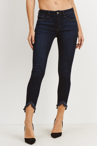 HIGH RISE SKINNY W UNEVEN FRAYED HEM
