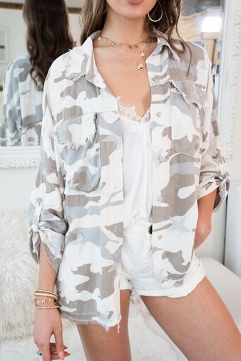 CAMO STAR RAW FRINGE EDGE TOP WITH POCKETS