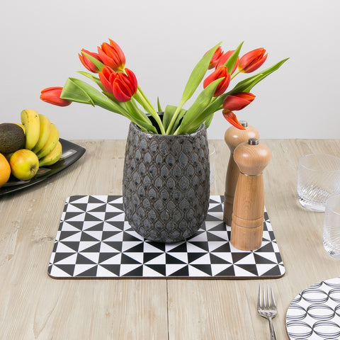 MAiK Black and White geometric placemat