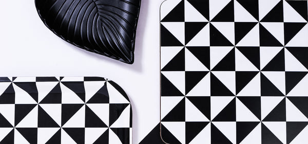 black and white placemat set from MAiK