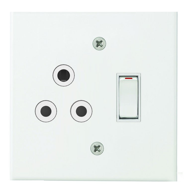 16A SWITCHED SOCKET 4x4 C/W WHITE STEEL COVER PLATE